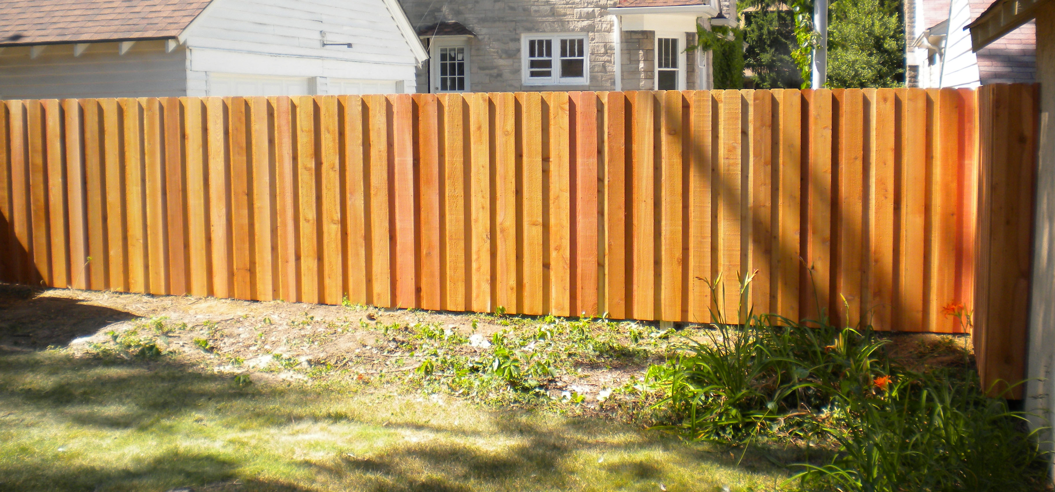 Dog eared courtyard fence jed buxton design build cedar wood baanklon Gallery